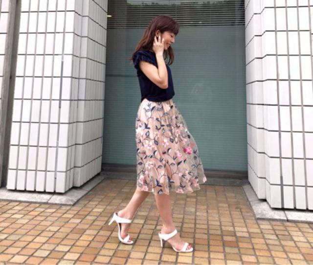 トレンドの花柄刺繍のスカート