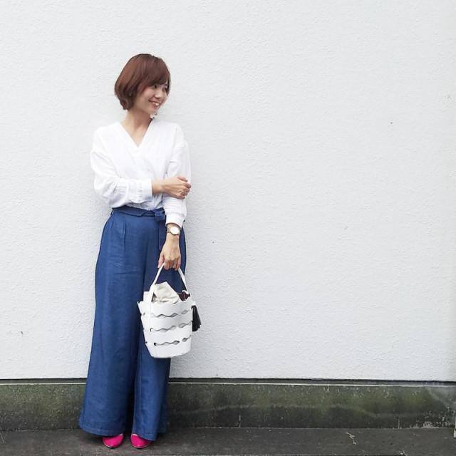 定番ホワイトシャツ×デニムコーデ