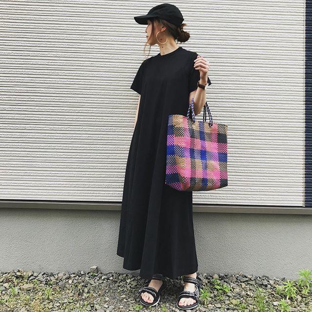カラフルチェックのメルカドバッグも、コーデを一気に夏仕様に♪