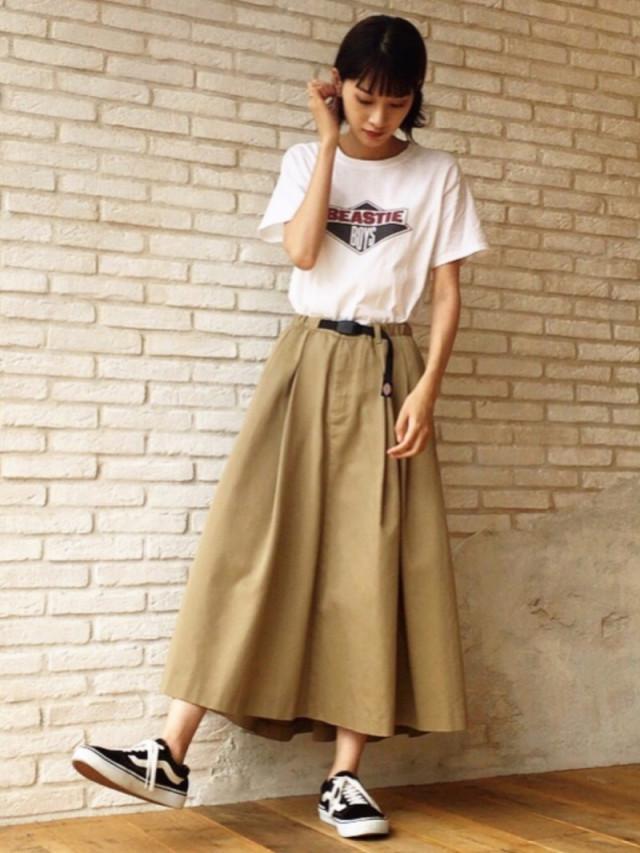 チノ素材のスカートも素材の重みでヒラヒラしないから邪魔にならない