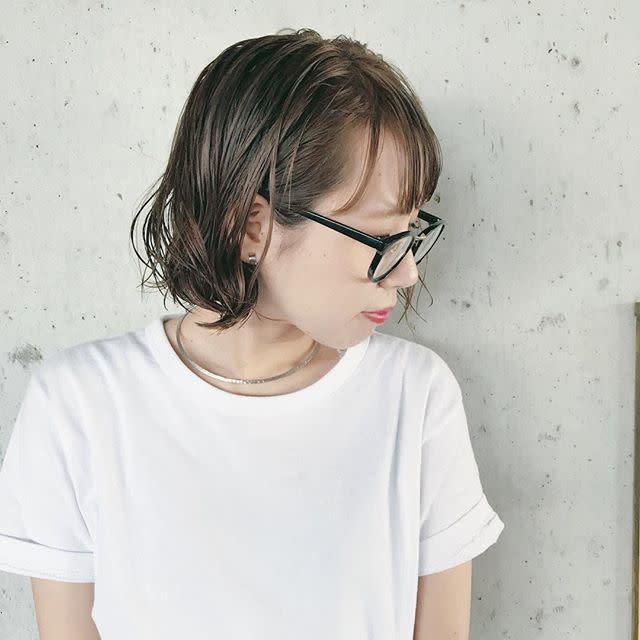 太めフレームのメガネは小顔効果あり!
