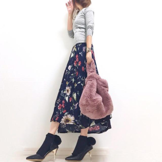 フェミニンピンクに視線集中♡ 花柄マキシスカートと合わせたこなれ感スタイル