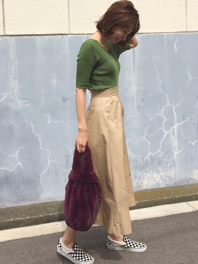 新しいカラー合わせでスカートの鮮度を上昇