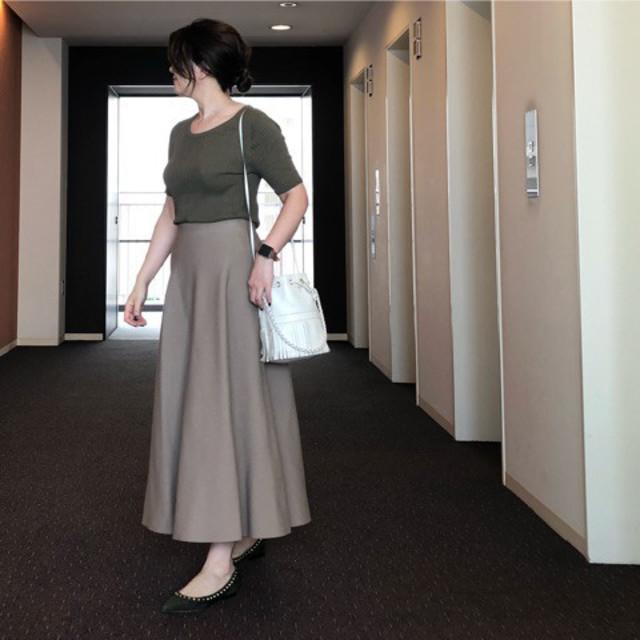 ナチュラルなドレープが美しい、サーキュラースカートやフレアスカート
