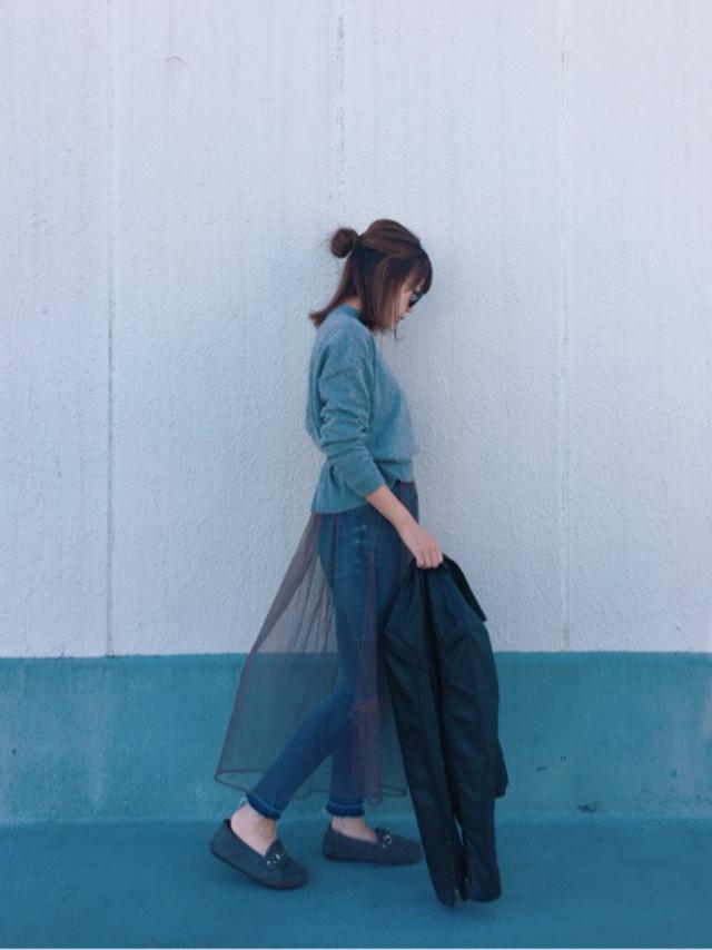 スキニーデニムにはふんわりビスチェやチュールスカートで可愛くボリュームを足して♥