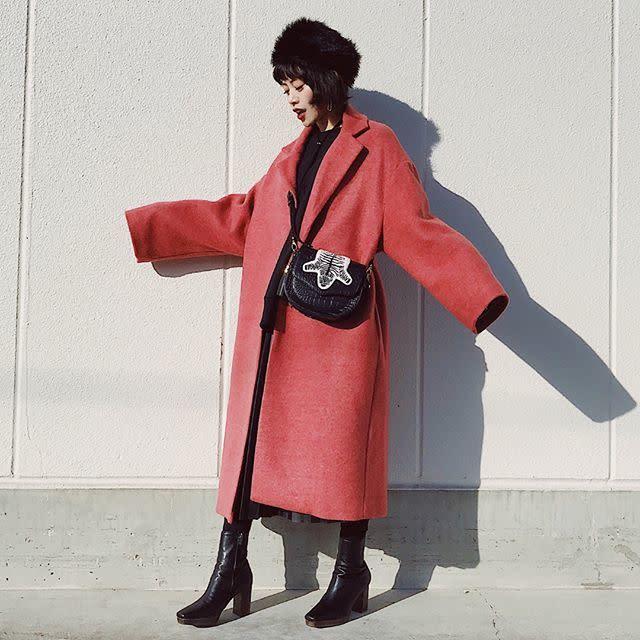 ロングコートはオーバーサイズでゆとりを持たせて