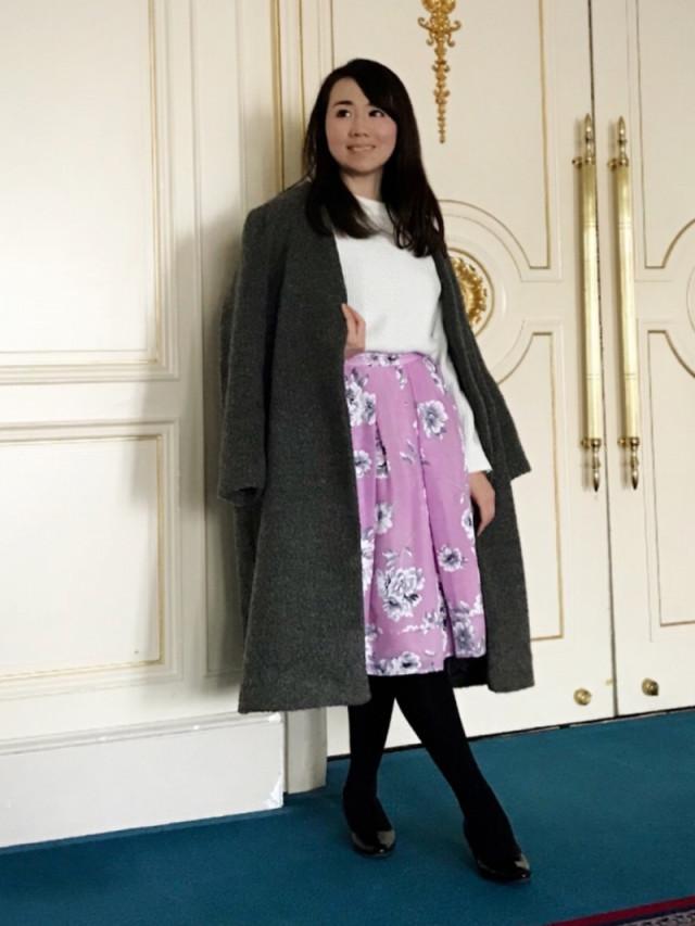 甘さをコートで調節する花柄スカートのフェミニンコーデ♡