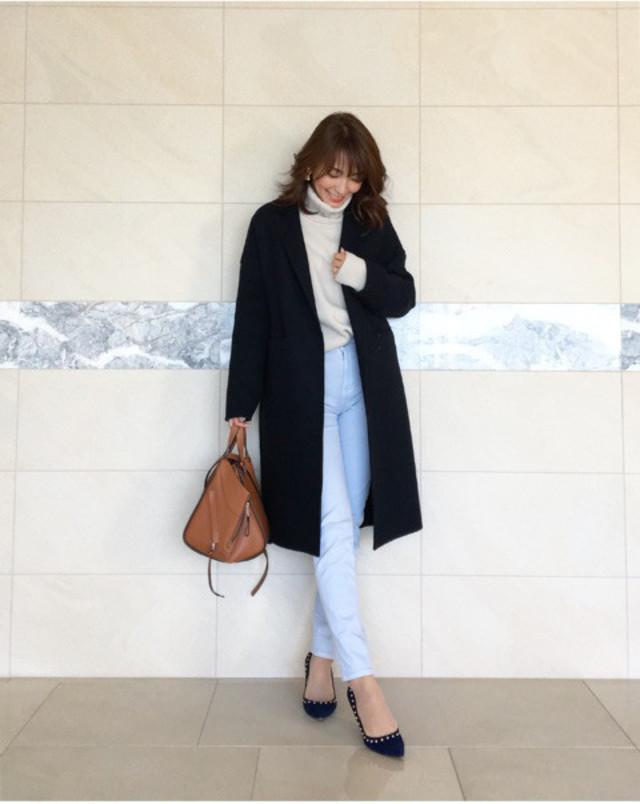 """パンツとコートの""""明度の差""""が新鮮さをアップ"""