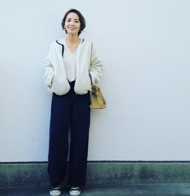 ショート丈のボアアウターは「すっきりとシンプルに」着こなすのが大人女子の鉄則!
