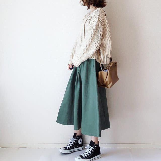 カラーのゆるっとスカートとも相性バツグン!