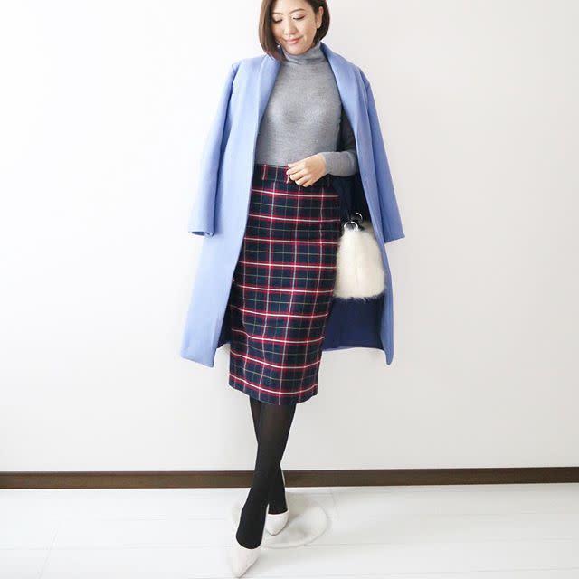 6. 「ブルー」コートで爽やかな冬コーデをアシスト