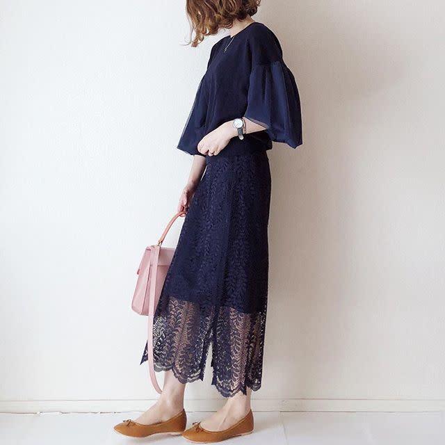 きれいめスカート+キャメルのバレエシューズでおしゃれな最旬コーデ