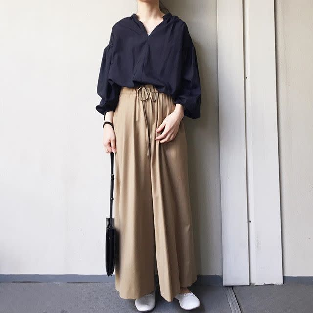 【ワイドパンツで作る遊園地の服装/04】休日スタイリングでも大人っぽさをキープ