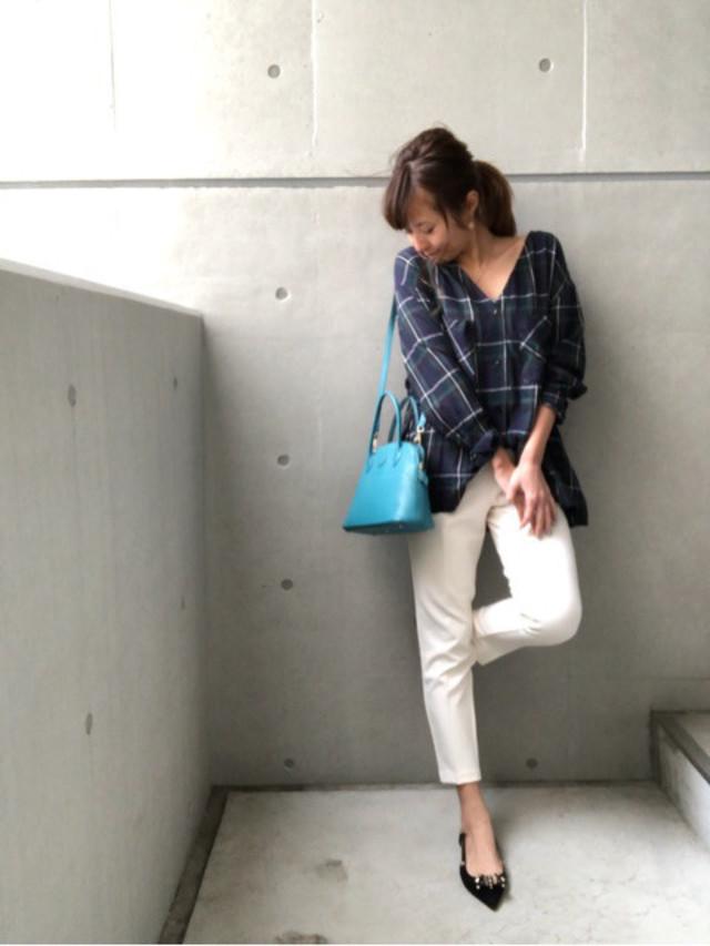 初夏にぴったりのターコイズブルーのミニバッグ