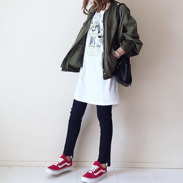 可愛いイラストTシャツで秋冬のカジュアルコーデをカジュアルおしゃれに