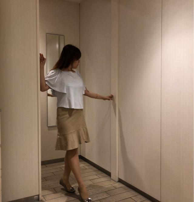 デートコーデにも♥ ひざ丈マーメイドスカートにきれいめ白トップス