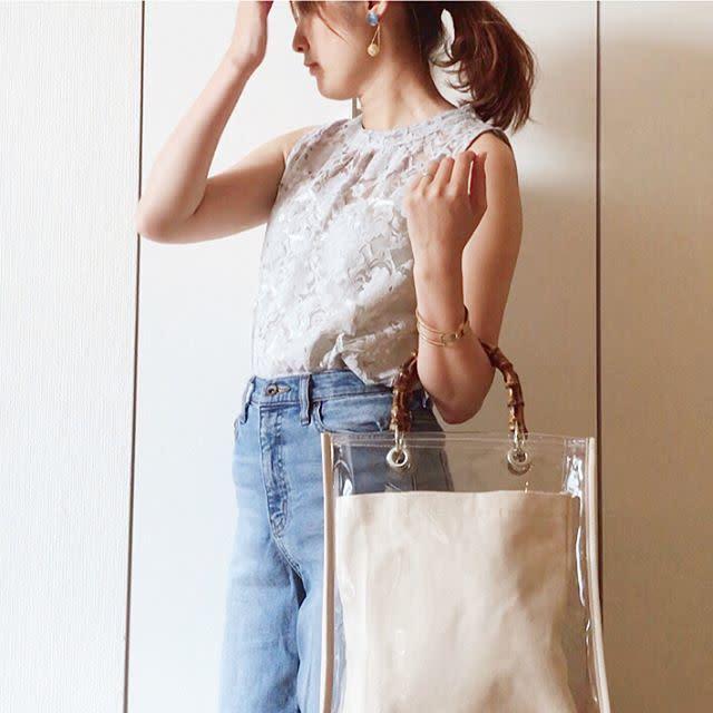 クリアな抜け感を演出する旬スタイルも、PVCバッグがあれば簡単♥