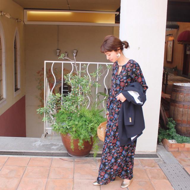 トロピカルじゃない大人の花柄マキシワンピース