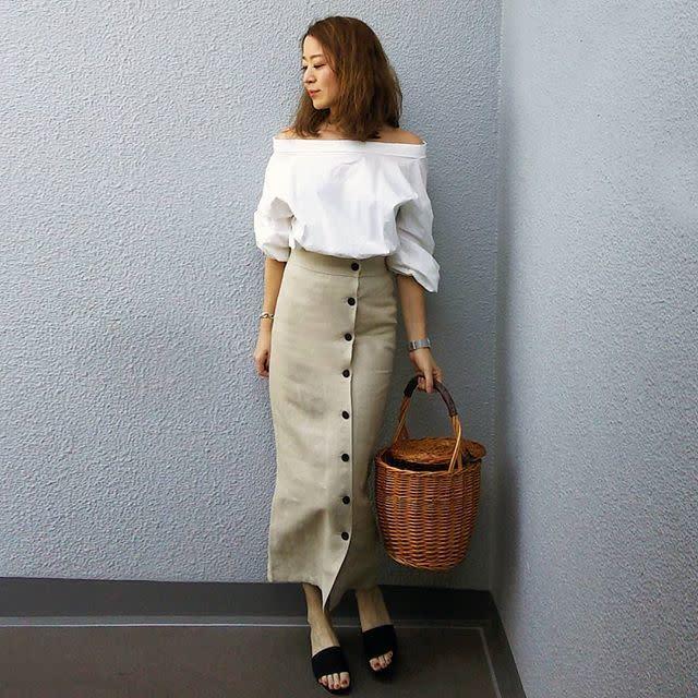 大人っぽいロングタイトスカートはベージュ&リネン素材でナチュラルに