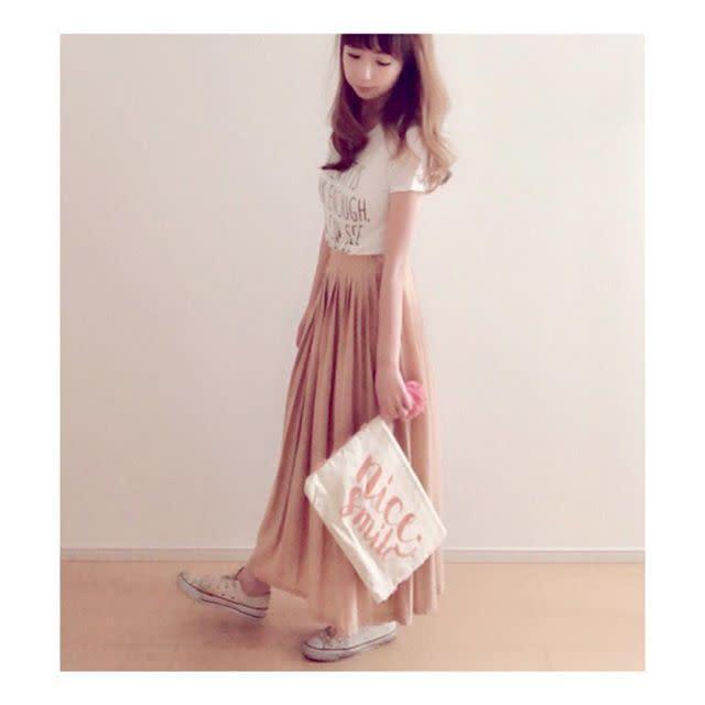 【明るいピンク系スカート/夏】日差しが似合うホワイトカラーと