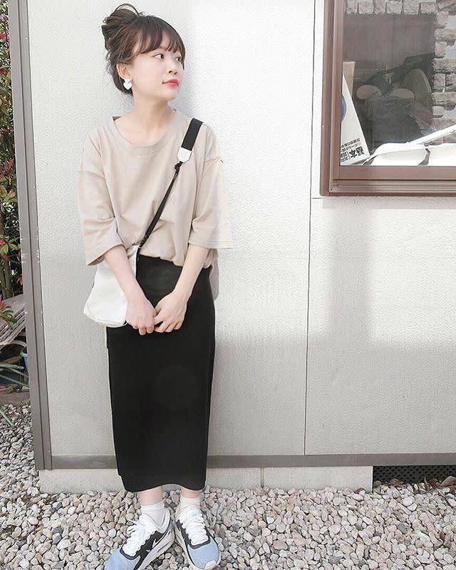タイトスカートは伸縮性の少ない素材が美シルエットの秘訣