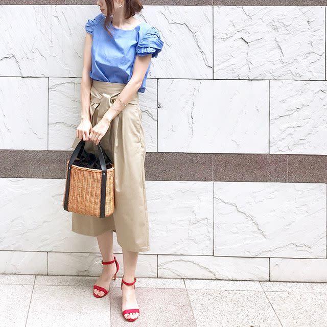 きれいめならミディ丈&ウエストリボンのベージュスカート