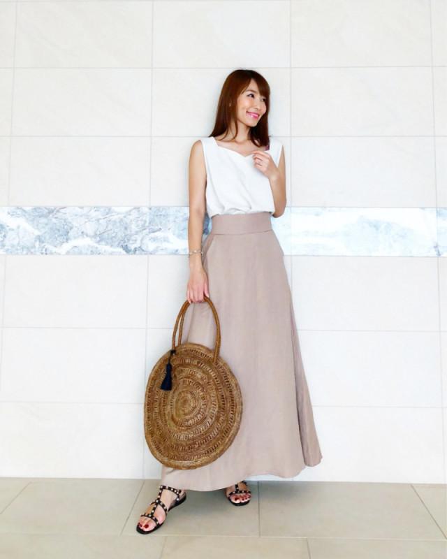 基本カラー&ロング丈でAラインスカートを大人っぽく