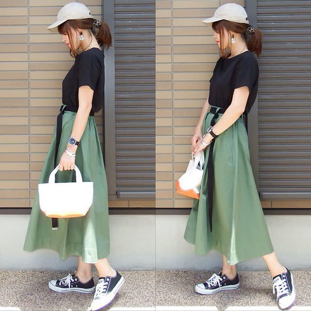 きれいめスカートをカジュアルに外す、黒のリングベルト&ガチャベルトコーデ