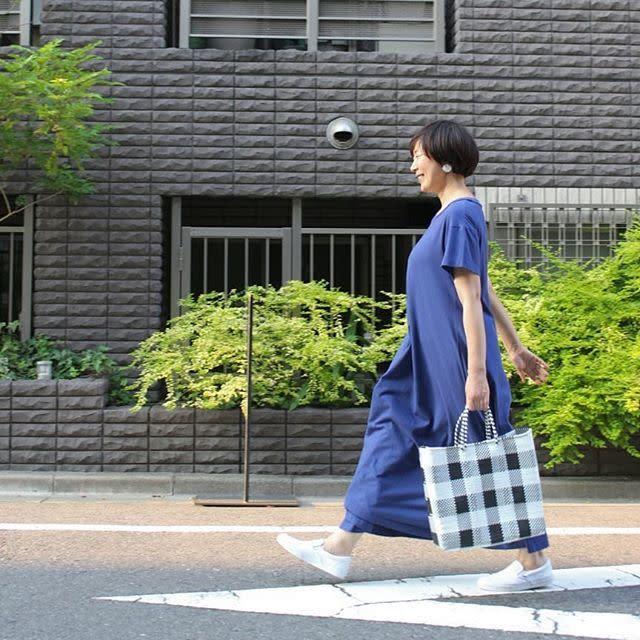 【ショートカットさん向け・ワンピースの着こなし術/04】きれい色を知的に楽しめるブルーカラー