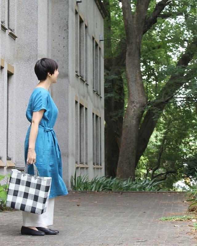 【ショートカット#CBKモデルに学ぶオフィス向けの服装/02】きれい色ワンピースで顔まわりを明るく