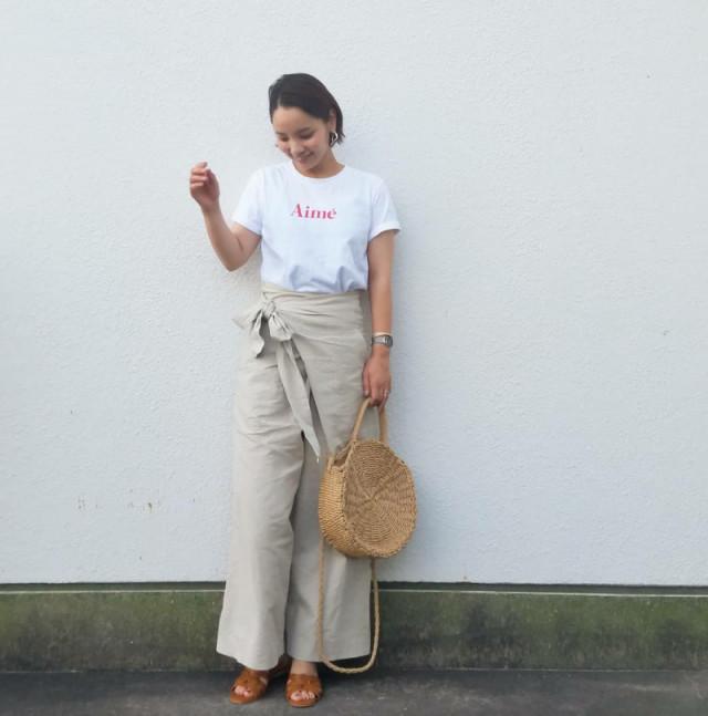 《ショートカットの30代女性に似合う服装/01》ハンサムに仕上がるパンツスタイル