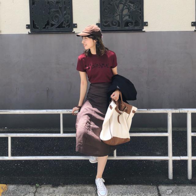 レディなスカートはブラウンで落ち着き感を
