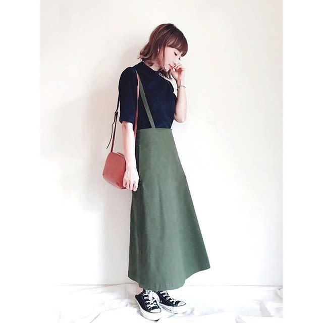 コーデュロイトップス×サスペンダースカートは大人配色を意識