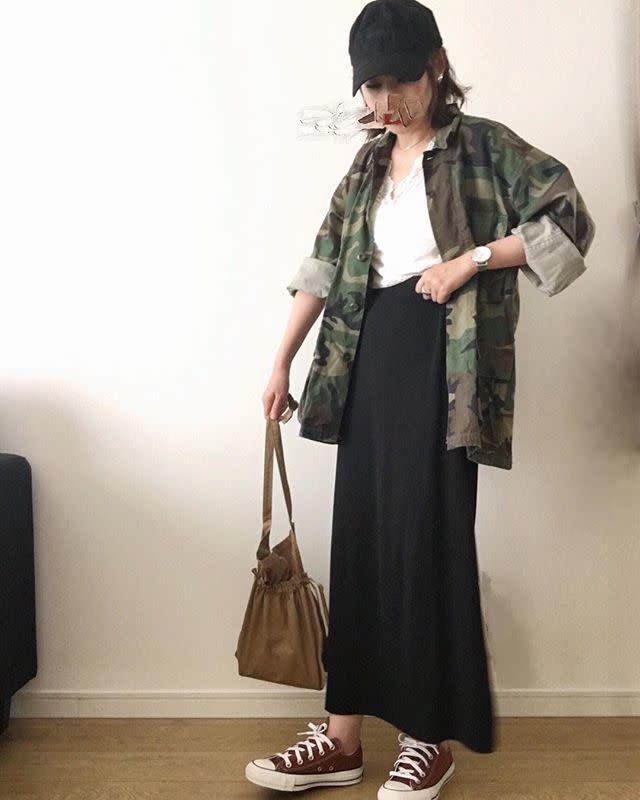 ブラウン巾着バッグはコーデしやすいのが魅力