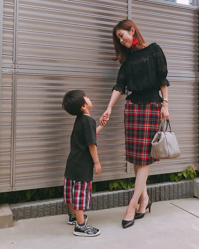 《子連れママ向け・舞台鑑賞用の服装/ 01》挑戦しやすいチェック柄のリンクコーデ