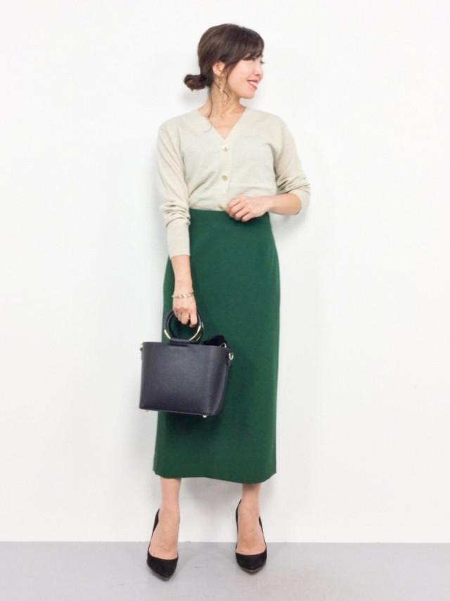 きれいなグリーンのタイトスカートならオフィスに最適!