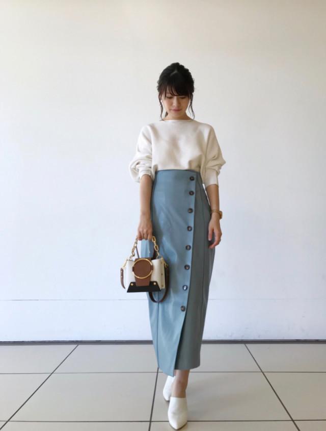 無地トップス×きれい色スカートですぐに作れる華やかコーデ