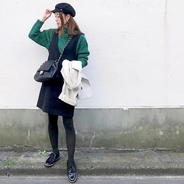 ブラウンや黒のシンプルなジャンパースカート