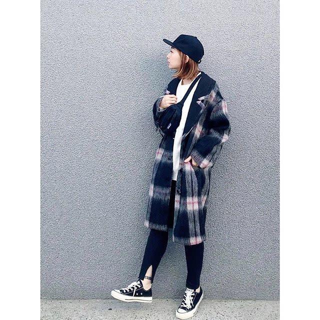 スポーティなスタイルには可愛いコートをON!