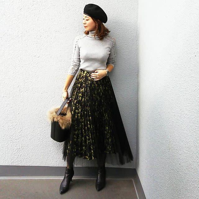 存在感たっぷり! 柄スカートと黒チュールの2枚重ねスカート