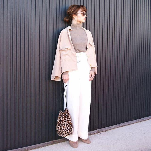 柔らかいカラーが大人かわいい♡ 「ピンクコーデュロイシャツ」コーデ