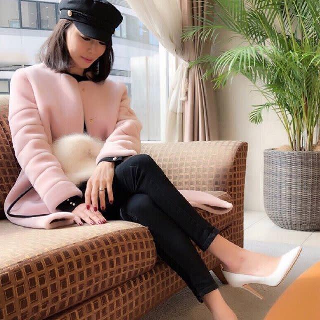 勇気のいるピンクコートはノーカラーなら上品に着こなせる