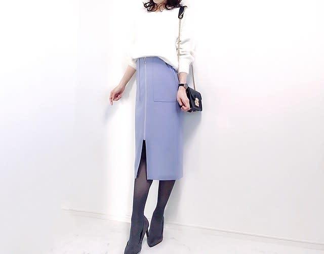 きれいめスカートを、ホワイトニットで可愛げに