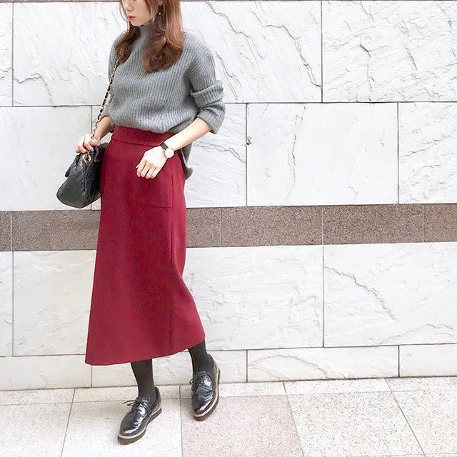 カラースカートで楽しむオフィスカジュアル