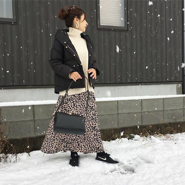 ブラックダウンジャケットにロングスカートチョイスで大人女性らしく変身♡