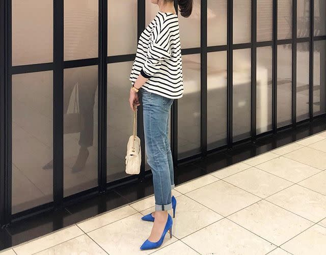 チェーンバッグ×ヒール靴で、大人世代が似合うデニムスタイルの完成