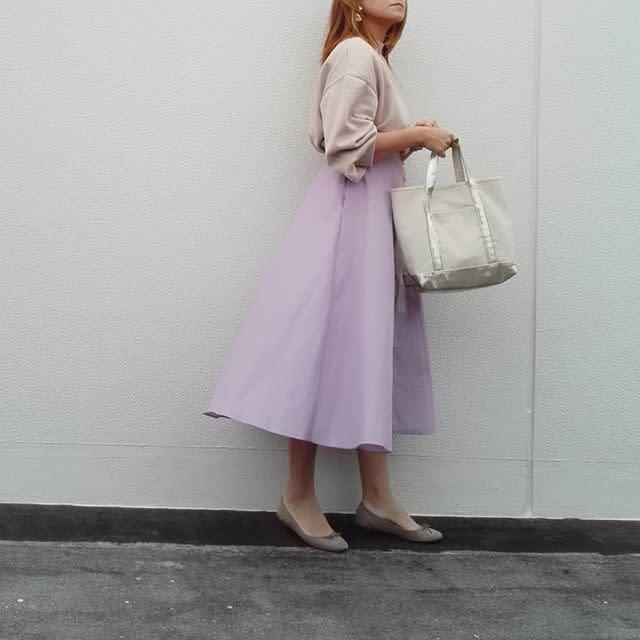 ユニクロのキレイ色サーキュラースカートで華やかなデートコーデ