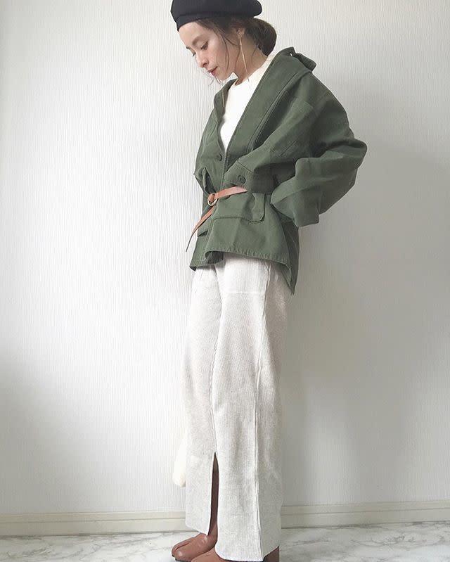 小物のカラーを統一させれば、ジャケット×ベルトも着こなしやすい