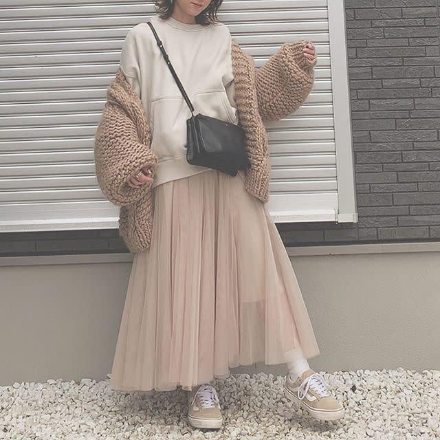 スウェット×ロングスカートの楽チンきれいめカジュアルスタイル