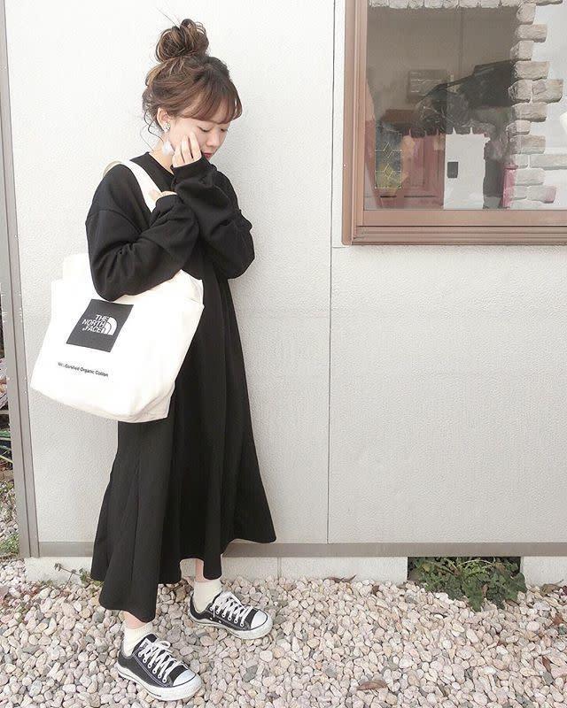 シンプルなブラックワンピースに映える♥【ロゴトートバッグ】